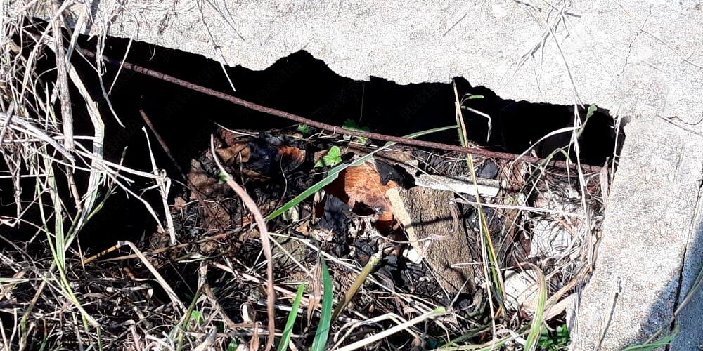 Han hecho brujería con osamentas abandonadas en panteón de Agua Dulce