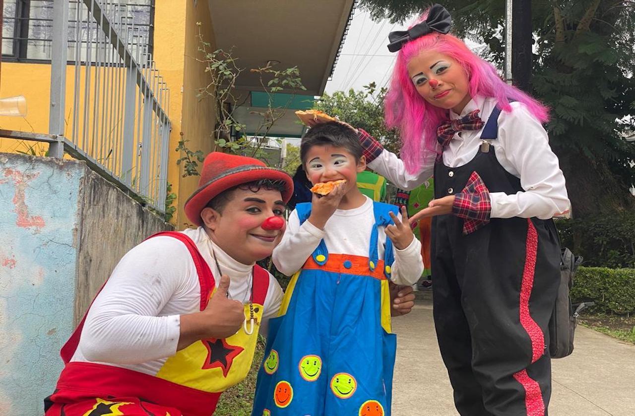 """Del parque a los semáforos; familia """"Chongo Loko"""" encara pandemia"""