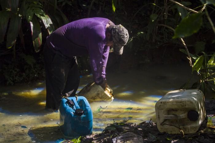 Chupaductos provocan derrame de combustible en Amatlán