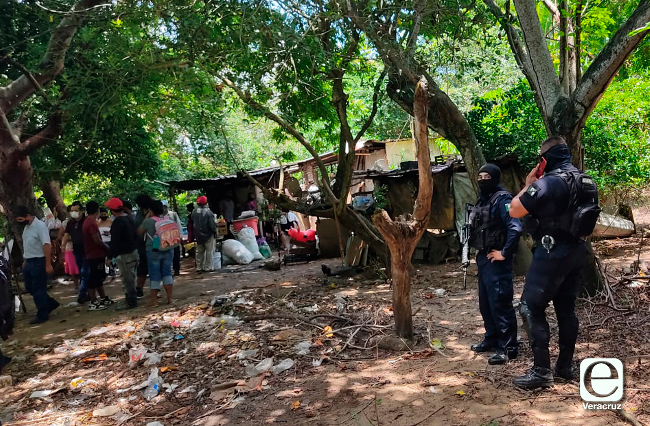 Desalojan a familia para ampliar panteón de Coatzacoalcos