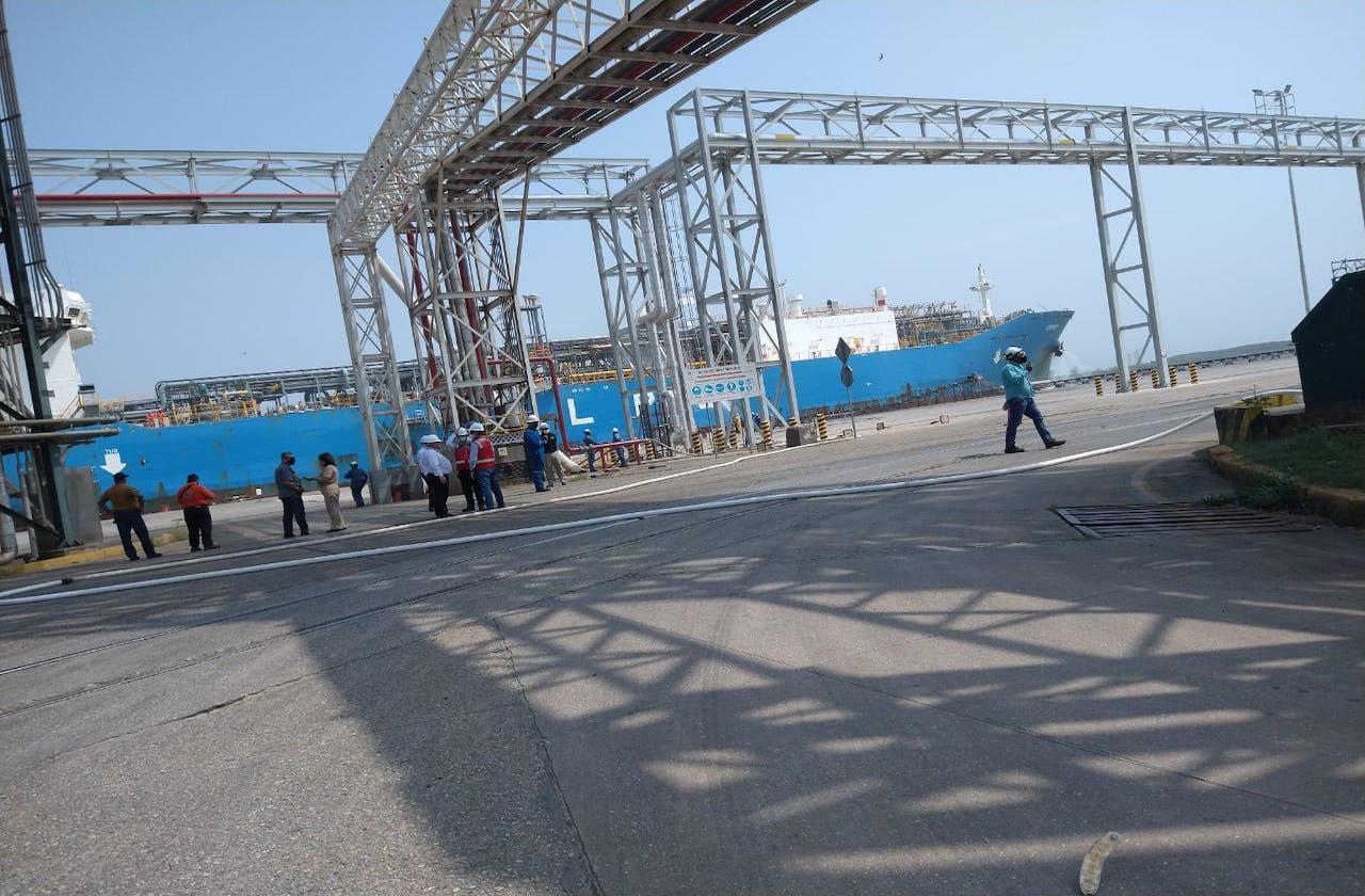 Desalojan a trabajadores de API Coatza por fuga de etano