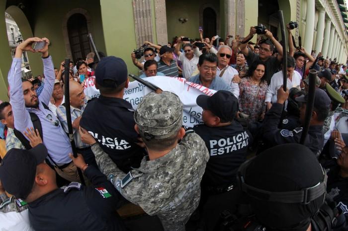 Tres periodistas denuncian agresión de SSP en el desalojo