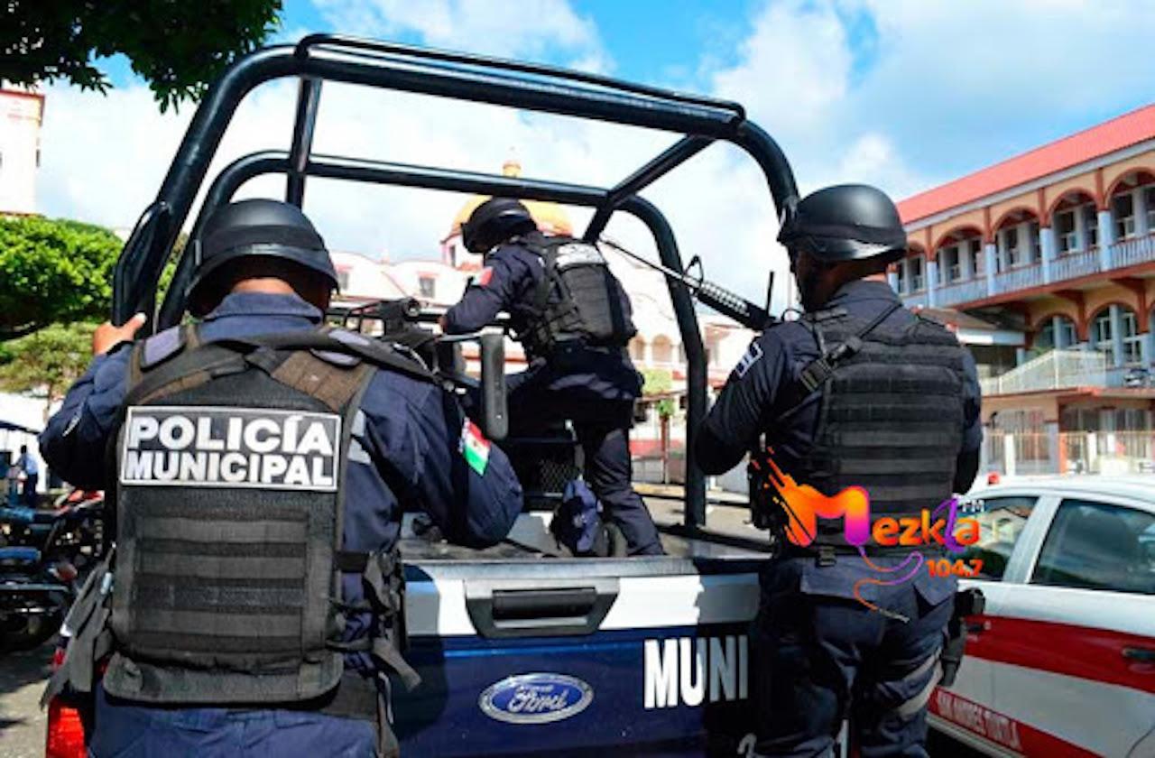 Desarman a policía de San Andrés tras liberar a presunto delincuente