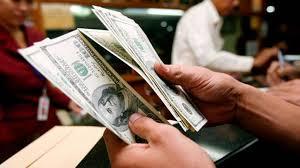 Cae dólar, se vende en $18.05 en el AICM