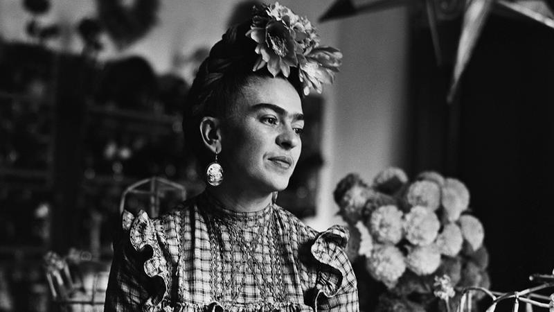 ¿Frida Kahlo padecía espina bífida?
