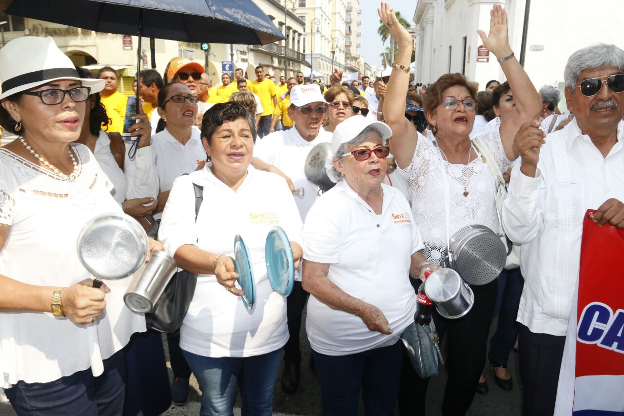 Desfile de 1 de mayo en Veracruz: Protestas, mentadas y sin Sindicatos