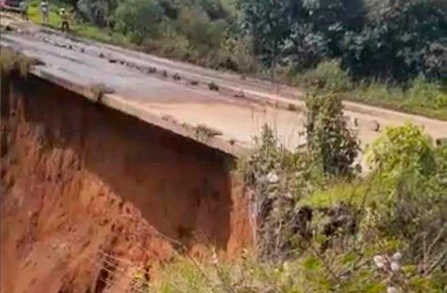 Graves afectaciones en carretera de Coscomatepec