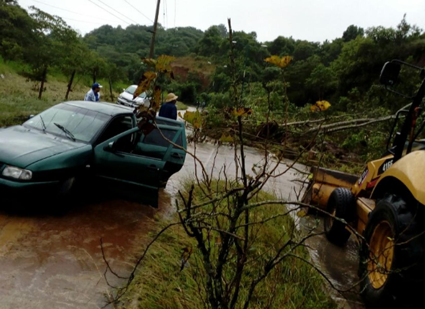 Deslaves y derrumbes en Xalapa por lluvias de huracán Katia
