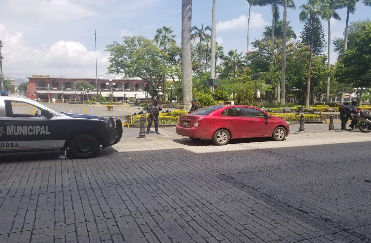 Despojan a pareja de 800 mil pesos al salir de banco, en Córdoba