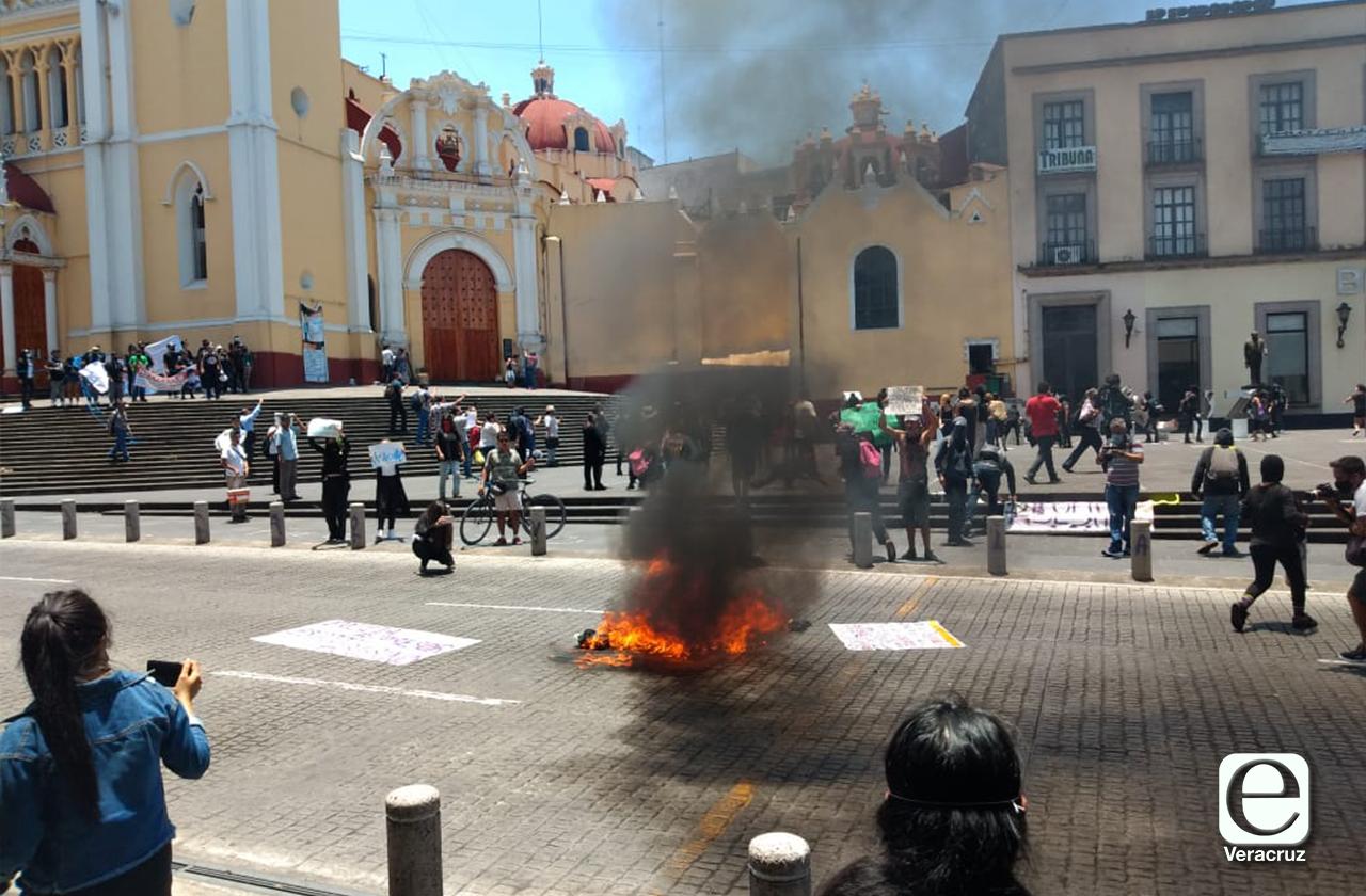 Detectan a 10 que vandalizaron en marcha en Xalapa
