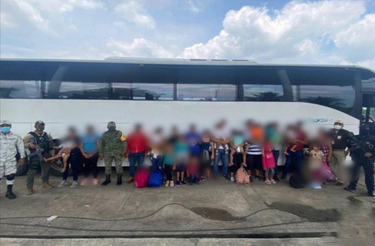 Detienen a 25 migrantes hondureños en Agua Dulce