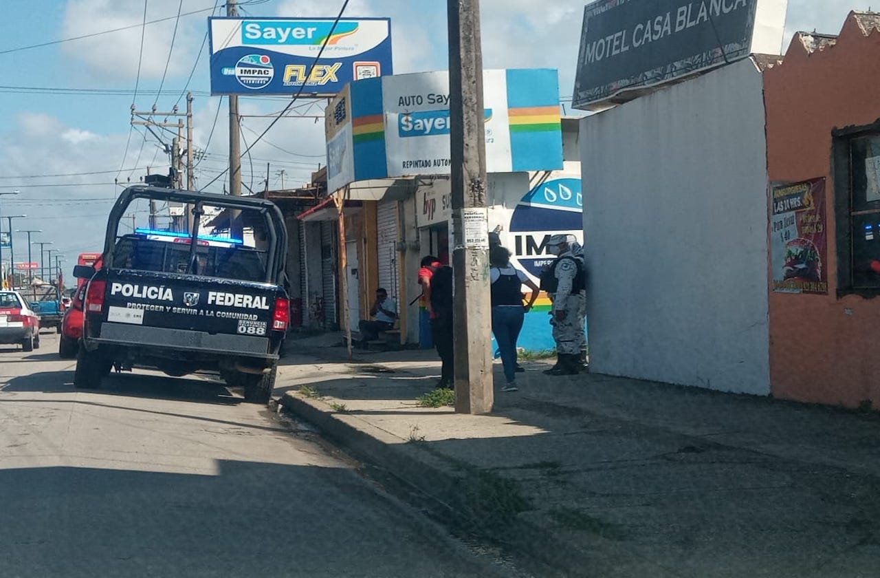 Detienen a pareja en Coatza; intentó robar auto