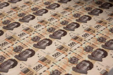 En tres años salieron 75 mil mdd para cumplir con intereses de la deuda externa