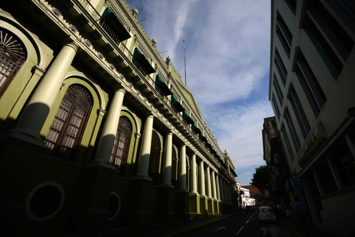¿Quiénes serán los despachos negociadores de la reestructuración de la deuda?