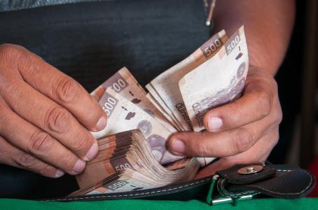Si hoy te 'caen del cielo' 50 mil pesos, ¿los gastas o los ahorras?