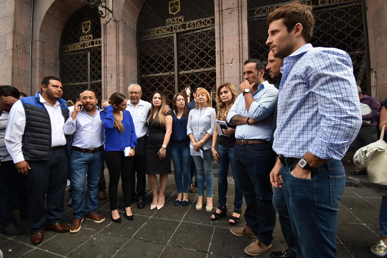 Impiden acceso a Diputados Panistas en Palacio de Gobierno