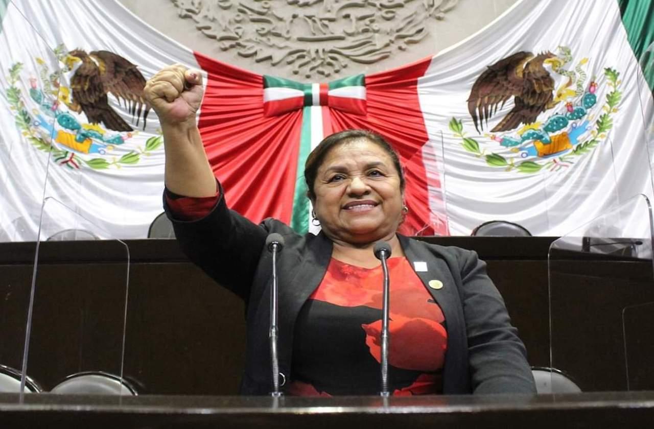 Diputada de Morena se registra para tres cargos en Veracruz