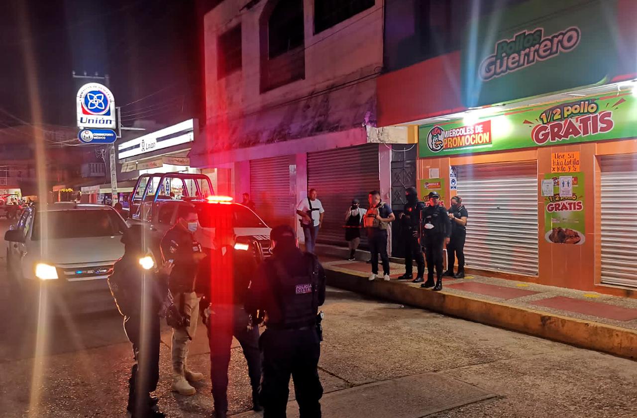 Disparan contra fachada de pollería en Nanchital