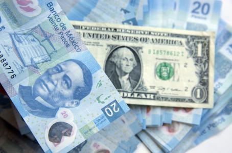 Dólar se vende en promedio en 19.76 pesos en AICM