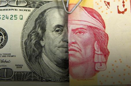 Dólar cae a mínimo de tres semanas