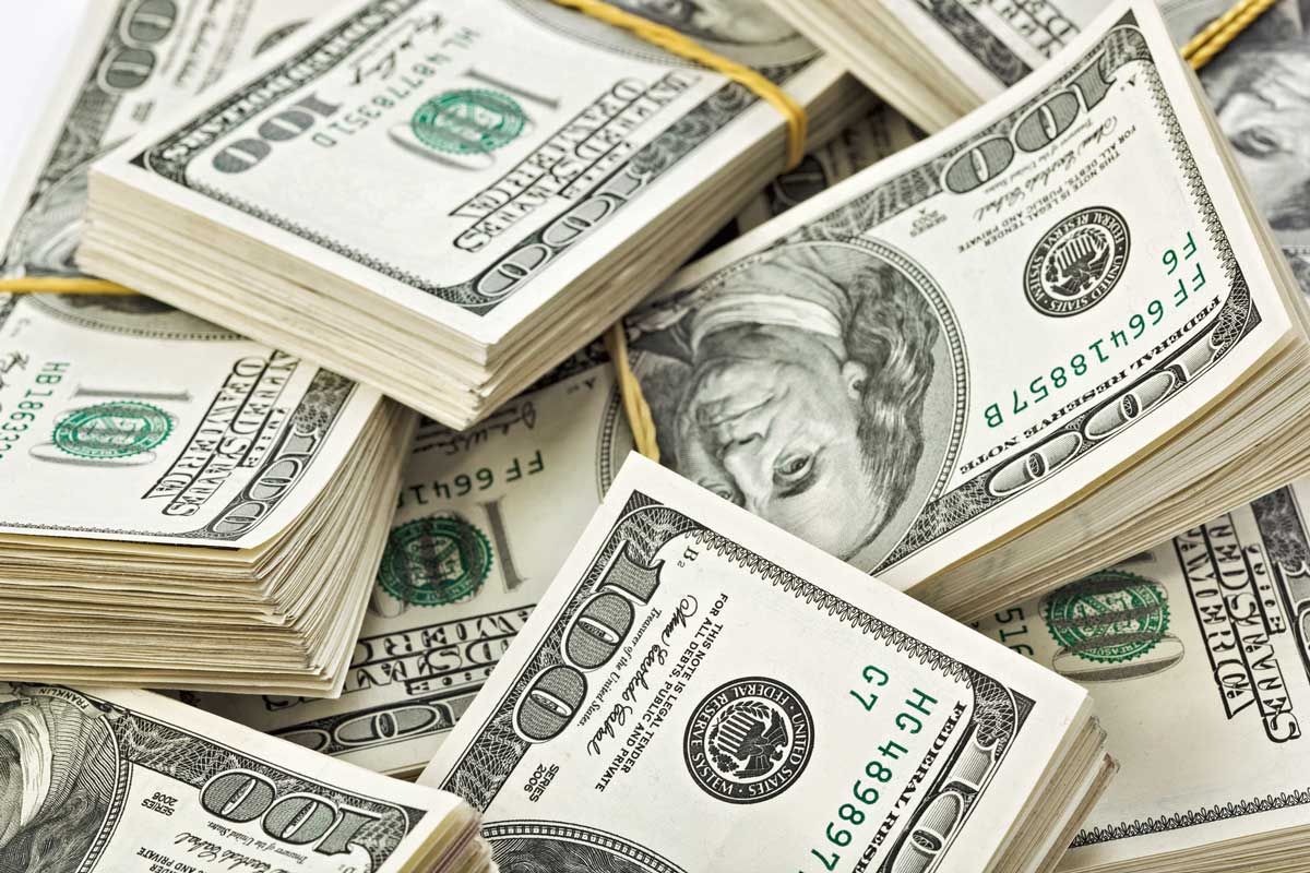 Dólar baja a 19.05 pesos en bancos