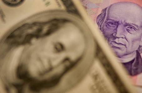 Dólar al alza; se vende en 18.63 pesos en bancos