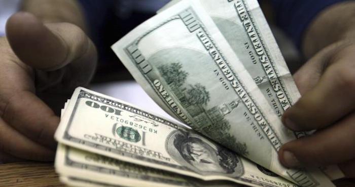 El dólar sigue subiendo: arranca la semana hasta en 18.33 pesos; la BMV pierde 0.01%