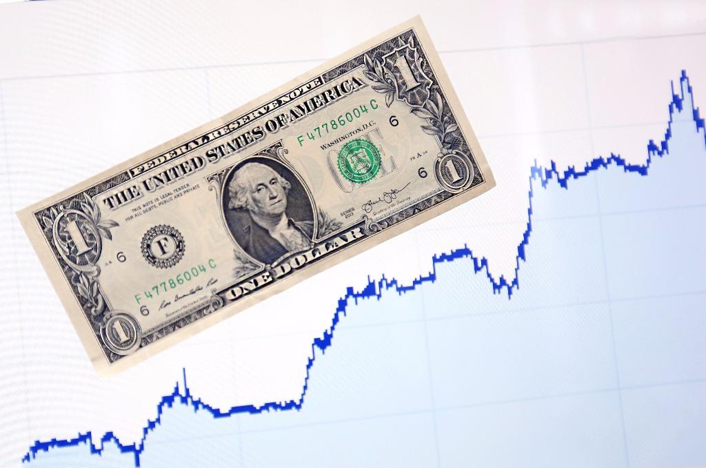 Dólar promedia en $18.25 en el AICM