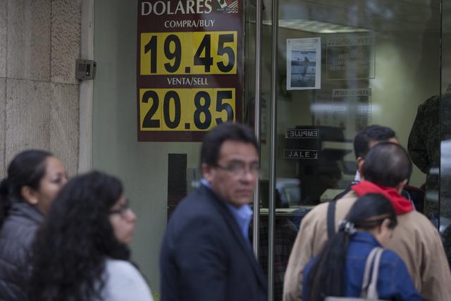 Dólar imparable; se vende hasta en 21.50 pesos