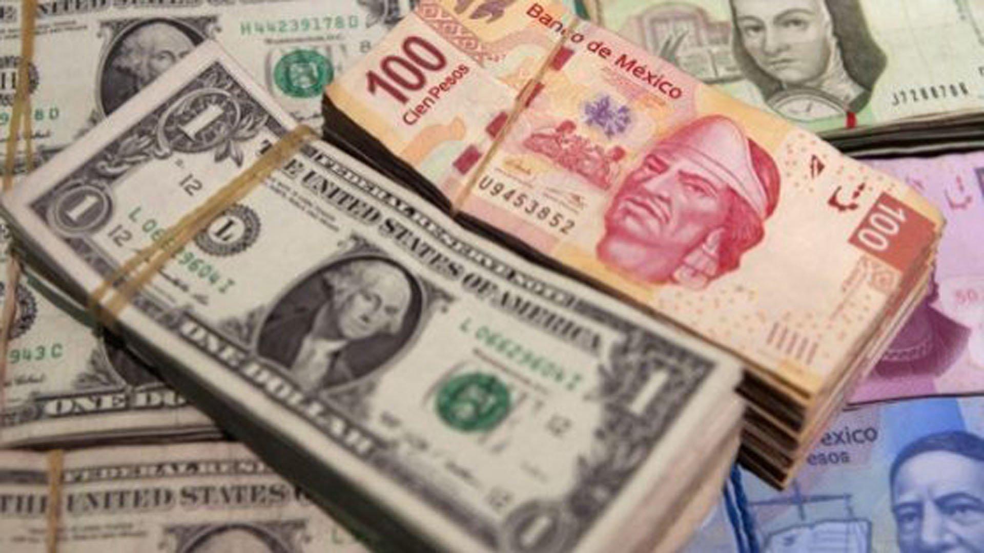 Peso no levanta ni en día festivo; cotiza en 20.90 por dólar
