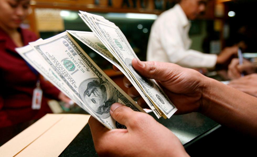 El dólar se vende en 16.73 en casas de cambio del aeropuerto