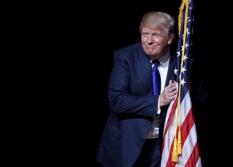 Trump visita frontera para anunciar medidas contra migrantes