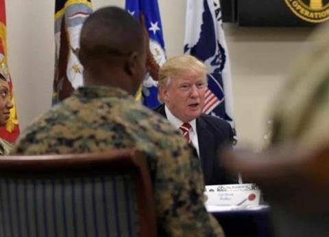 """Trump advierte """"fuego"""" contra migrantes violentos"""