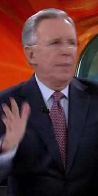 Sorprenden a López Dóriga manoteando al aire durante El Noticiero