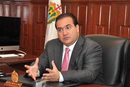 Javier Duarte ofrece más promesas de pago a la UV