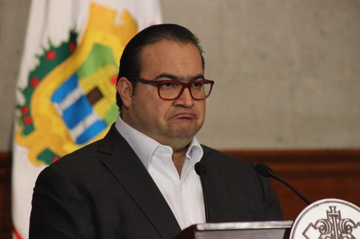 Notiver le sugiere a Javier Duarte ir con un médico y un abogado