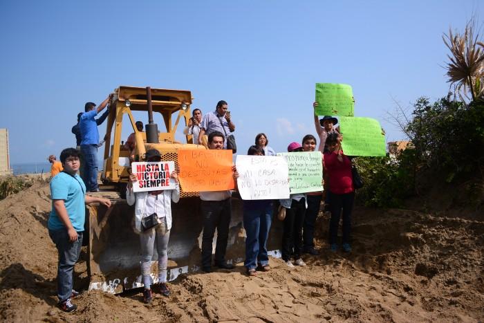 Activistas detienen ecocidio en las dunas de Coatzacoalcos