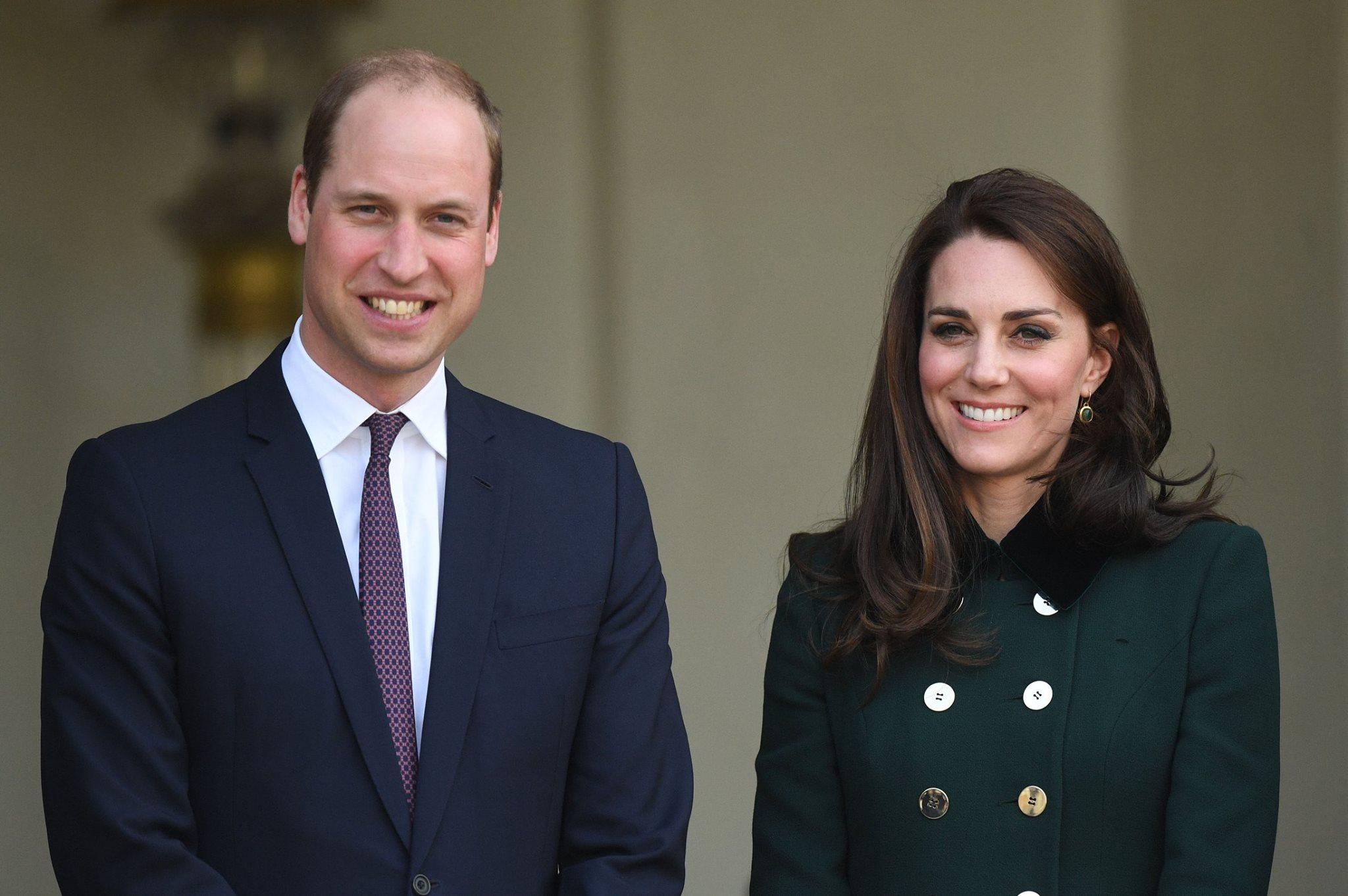 Duques de Cambridge esperan a su tercer hijo