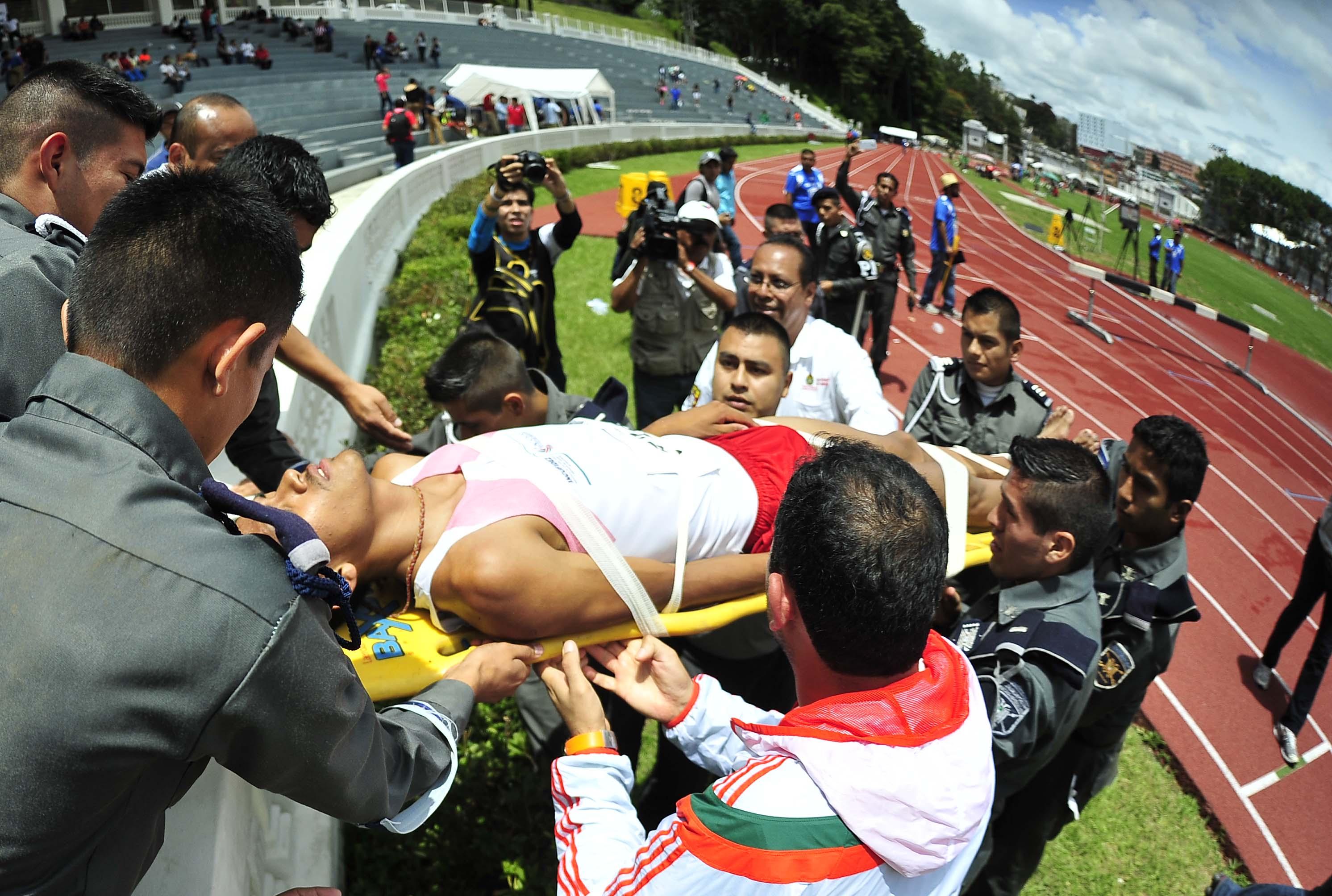 Se desploma atleta en carrera de obstáculos realizada en Xalapa