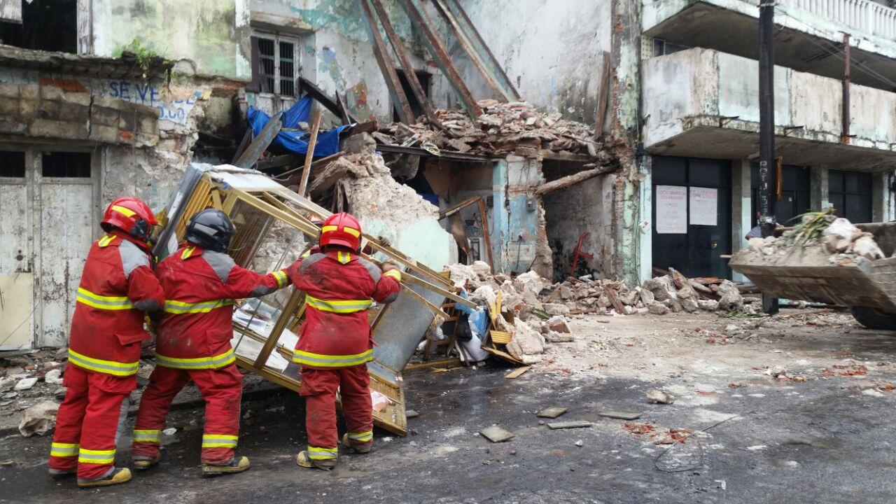 Colapsa planta alta de edificio del Centro Histórico de Veracruz