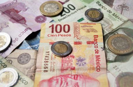 Mexicanos desconfiados, 51% tiene su ahorro en efectivo
