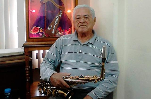 El maestro René Rojas dice adiós a la Orquesta de Coatza y a su saxofón