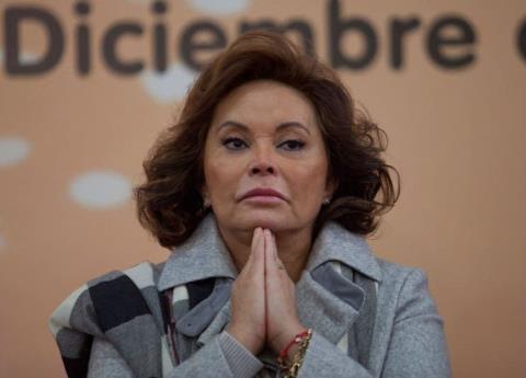 Elba Esther se ampara por si existiera una orden para volver a arrestarla
