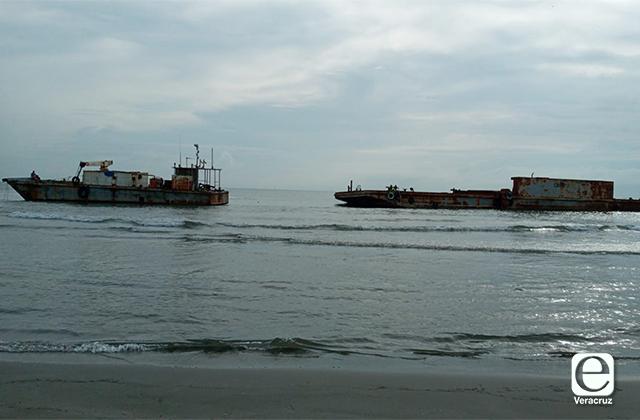 Dos embarcaciones quedan varadas en playas de Veracruz