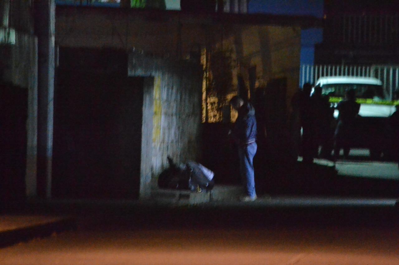Transeúntes descubren cuerpo embolsado, en Nogales