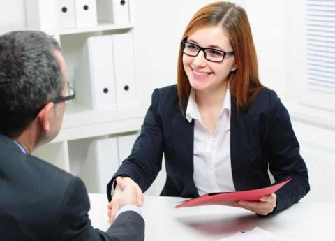 Mujeres tienen más desventajas para conseguir empleo