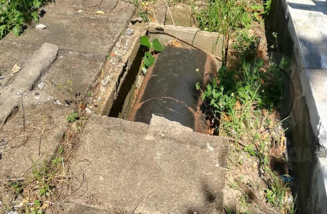En abandono y peligroso, panteón municipal de Coatzacoalcos