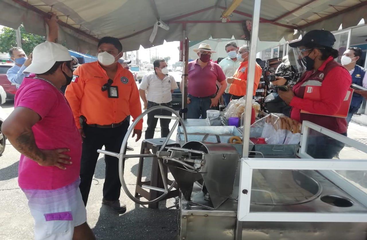 En Coatza, prohíben a comercio usar tanques en vía pública