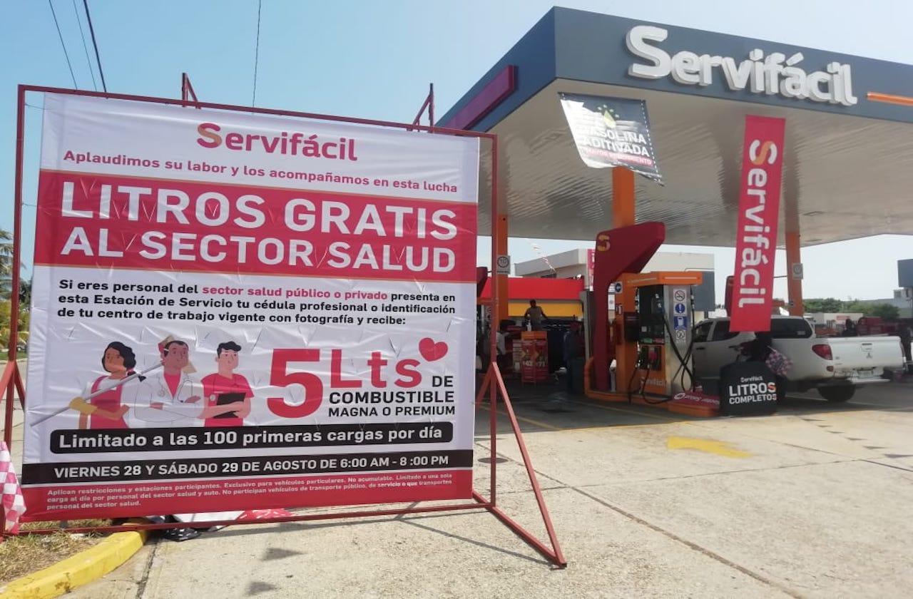 En Coatza, regalan gasolina a trabajadores de la salud