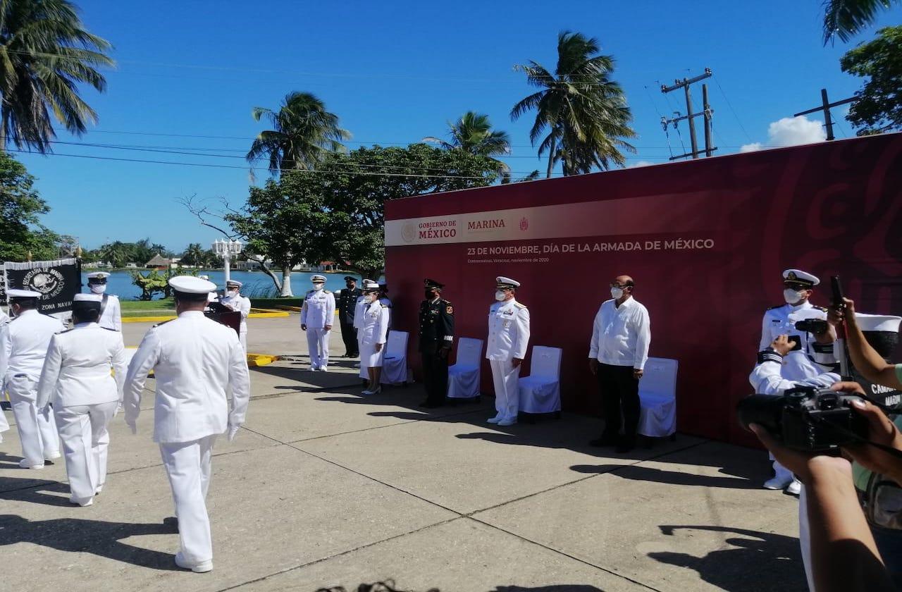 En día de Marina, reconocen a personal Naval que enfrenta el covid